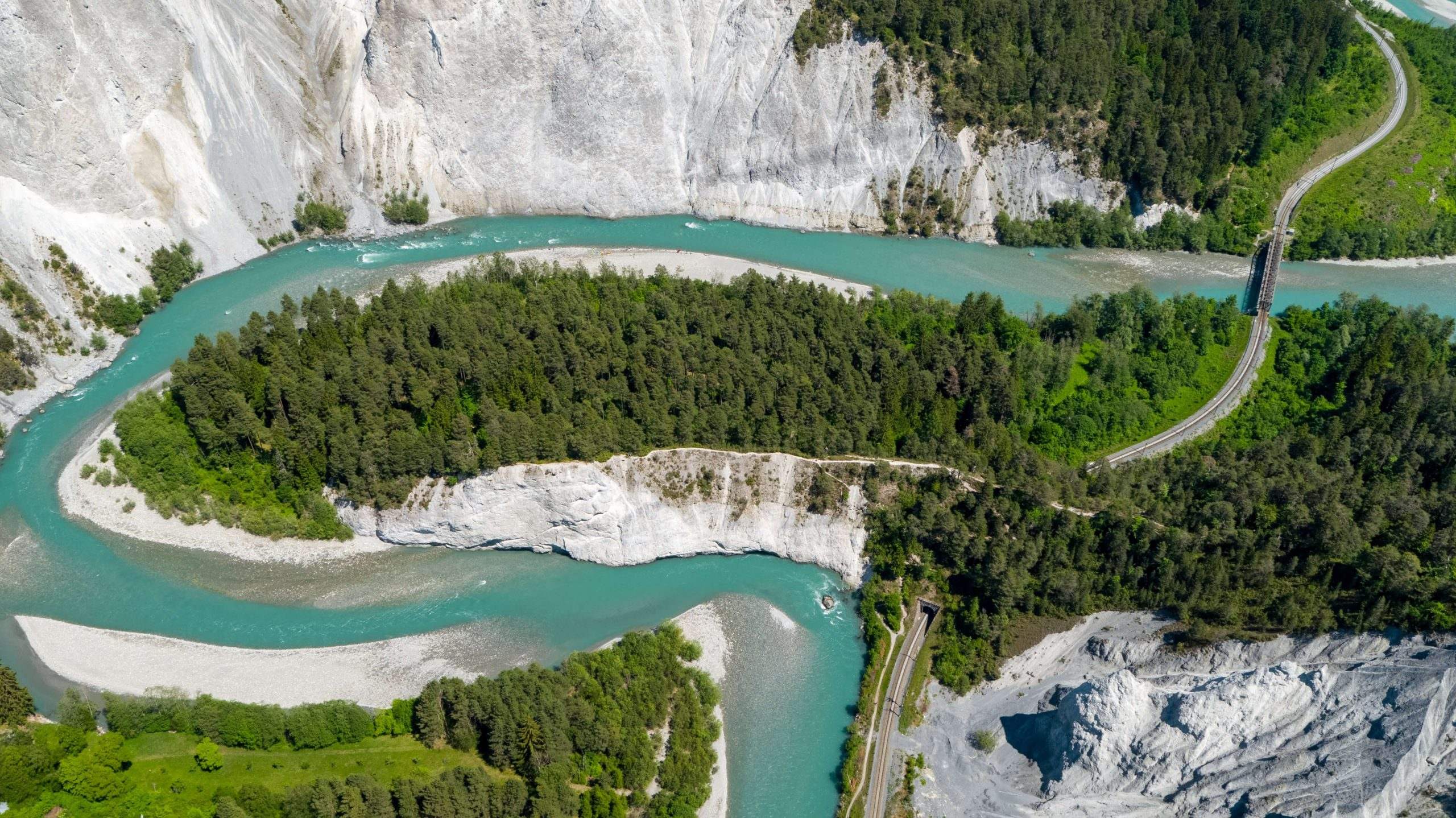 Exploring Switzerland: 8 Picturesque Swiss Rivers